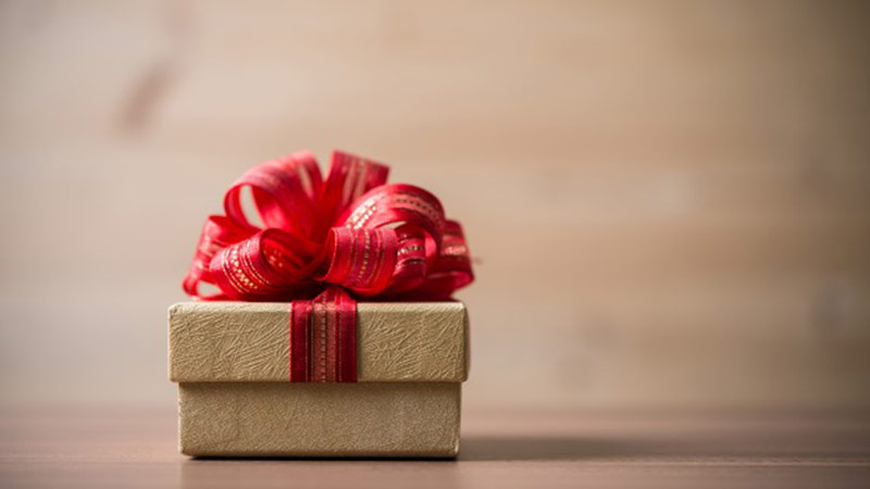 Как не прогадать с подарком для девушки?